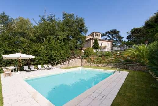Villa Zacconi - Villa Zacconi, just 6km/4 miles from the beaches of Lido di Camaiore on the northern coast of Tuscany.