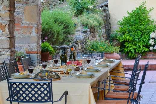 Villa Poggio ai Cipressi - Enjoy a delicious Italian breakfast al fresco.