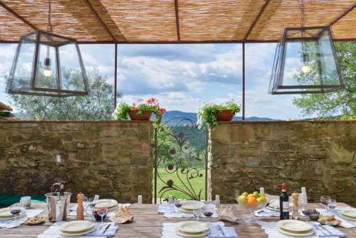 Villa Ambra - Charming dining loggia in a courtyard perfect for al fresco meals.