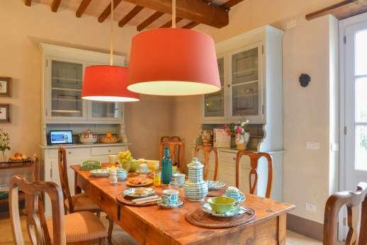 Acqua e Miele - A large and comfortable dining room.
