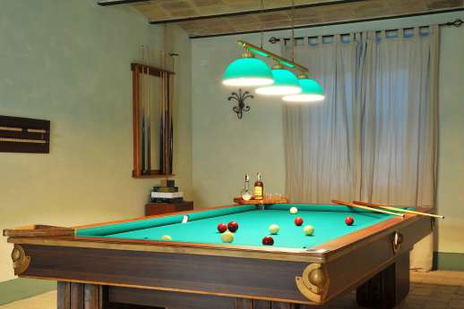 Acqua e Miele - Lower ground floor, games room with billiards and mini football tables