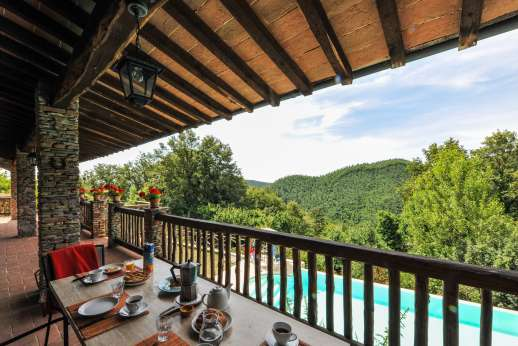 Campo Chinandoli - Balcony in full view of the pool enjoys magnificent views.