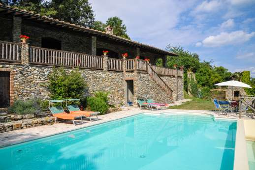 Campo Chinandoli - Ample sun lounges by the refreshing pool