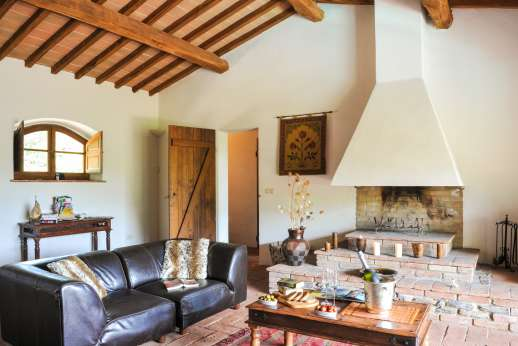 Campo Chinandoli - A view from the kitchen towards the air conditioned living area