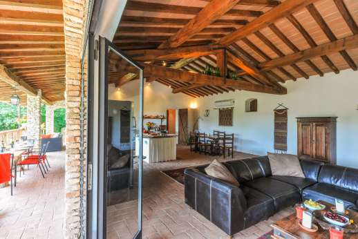 Campo Chinandoli - A working fireplace in the lounging area.