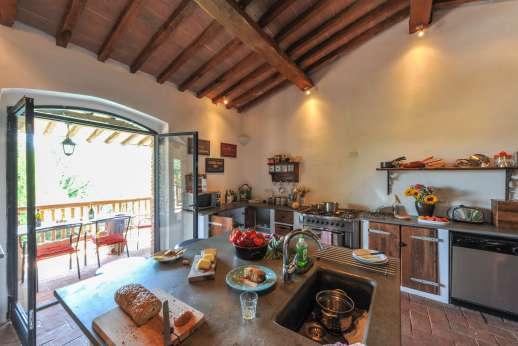 Campo Chinandoli - Kitchen leading out onto the balcony