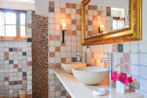 Campo Chinandoli - Spacious bathrooms.