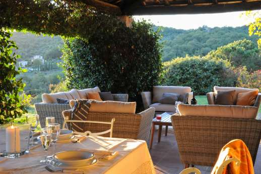 Casa al Bosco - The dining and seating areas under the loggia