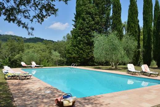 Casa al Bosco - The pool terrace set below the villa with sweeping views of the Colle del Val d'Elsa.