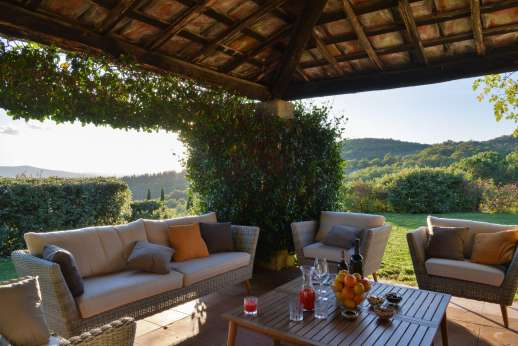 Casa al Bosco - Seating under the shaded loggia