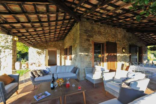 Casa al Bosco - Relaxing outdoor seating area under the loggia