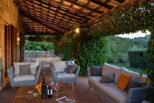 Casa al Bosco - Shaded seating area under the loggia, with lighting for the evening