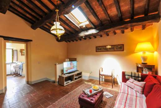 Casa al Bosco - First floor sitting room with Satellite TV [No Sky channels] and DVD.