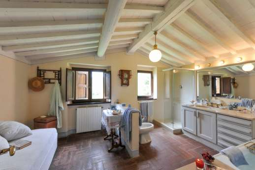 Casa al Bosco - First floor bathroom, bright and spacious.
