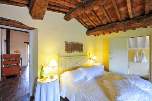 Casa al Bosco - First floor, air conditioned double bedroom with an en suite bathroom with access to a private terrace.