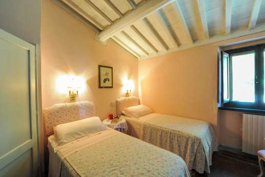 Casa al Bosco - One of the twin bedrooms on the mezzanine.