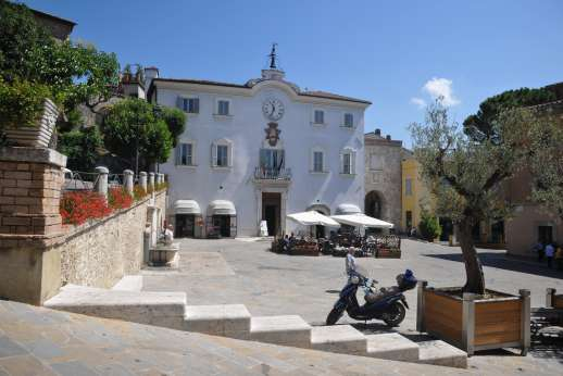 Casa del Poggio - There are coffee shops and cafes there