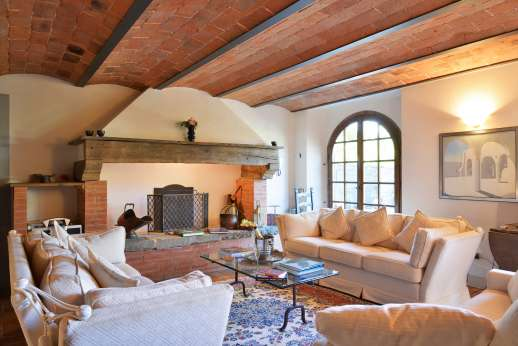 Casa Paggetti - Lower ground floor living room with a decorative fireplace.