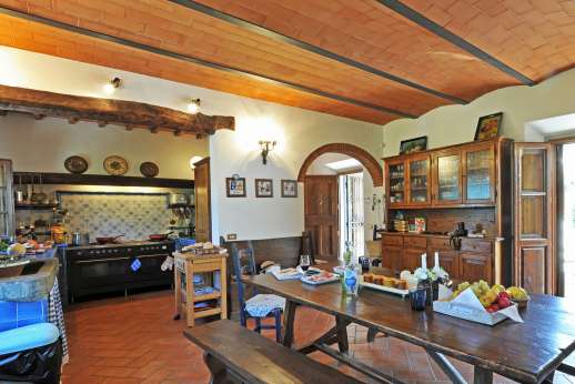 Casa Paggetti - In the kitchen large dining table.