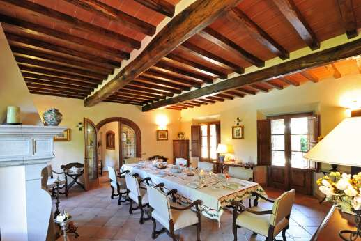 Casa Paggetti - Full view of the dining room.