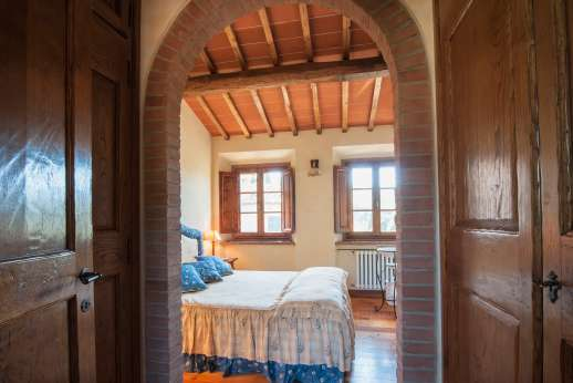 Casa Paggetti - View into a bedroom shares bedroom with twin bedroom.