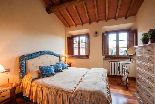 Casa Paggetti - Another view of the  double bedroom with shared bathroom, air conditioned.