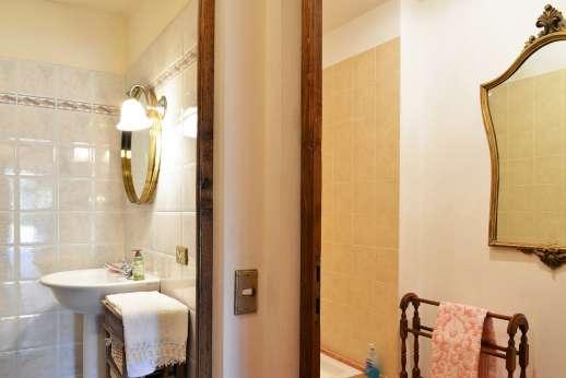 Casa Paggetti - An en suite bathroom.