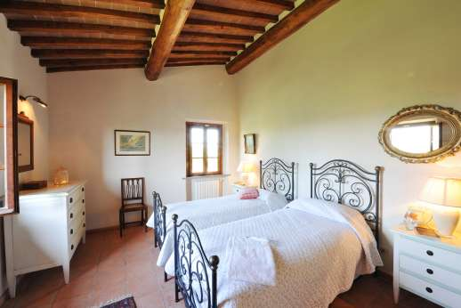 Casa Tara - Main house first floor, twin bedroom.