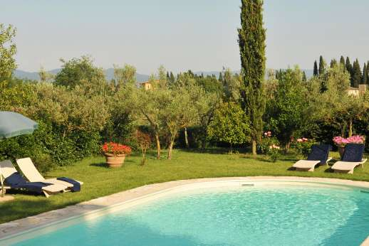 Casa Vecchia - The pool terrace with ample sun loungers and umbrellas.