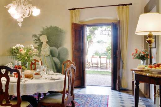 Casa Vecchia - Dining room which leads out to the garden.