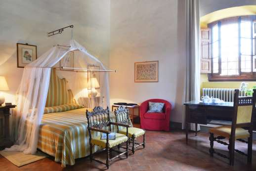 Casa Vecchia - Another of the spacious double bedrooms, with en suite bathroom.