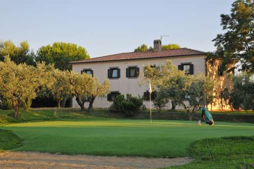 Casale Montecimbalo - A one-hole golf course on the grounds at Casale Montecimbalo.