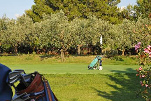 Casale Montecimbalo - Plenty of activities; golf .
