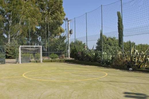 Casale Montecimbalo - Also on site a mini football pitch that doubles as a volleyball court.