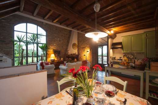 Colli Fiorentini - Dining area and a well equipped kitchen.