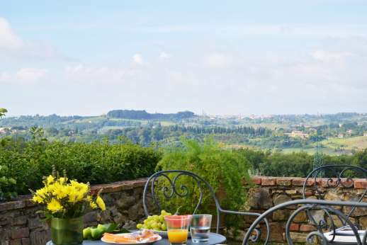 Geggianello - Enjoy the best of the views of the surrounding countryside with Siena in the distance..