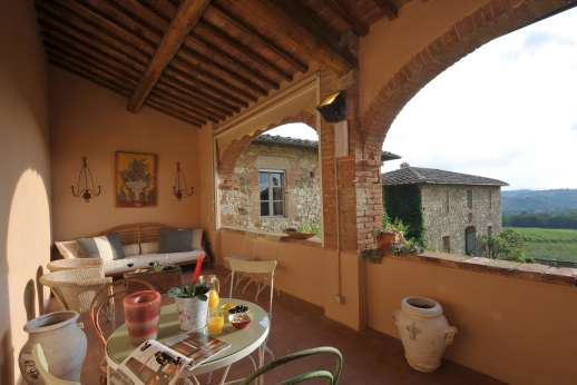 Geggianello - Large arched loggia overlooking the courtyard and with views of Siena.