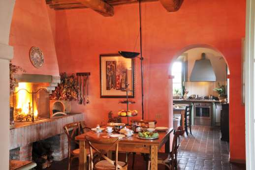 Geggianello - Breakfast room with a fireplace.