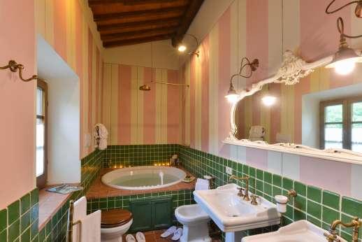 En suite with jacuzzi hot tub