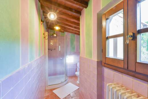 I Corbezzoli - Shot of the shower in the en suite for I Cipressi.