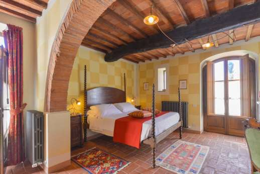 I Corbezzoli - Ground floor air conditioned double bedroom named I Castagni, with independent entrance.