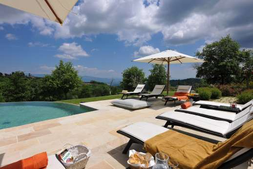 Weddings at I Corbezzoli - A paved pool terrace furnished for sunbathing.