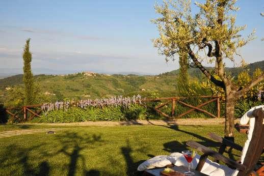 Weddings at I Corbezzoli - Spectaculer views from the garden