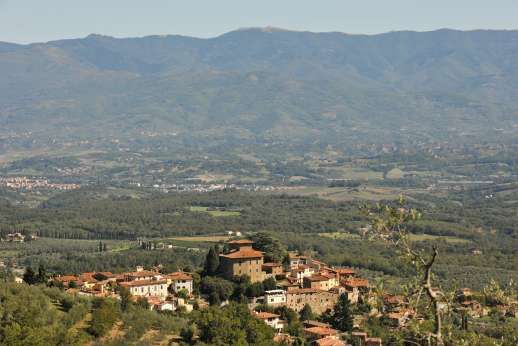 Weddings at I Corbezzoli - San Polo and the majestic mountains in Tuscany