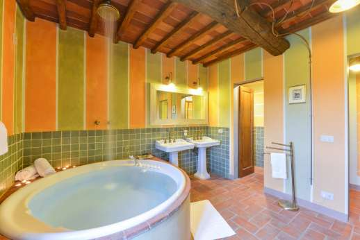 A Cooking Week at I Corbezzoli - I Tigli en suite bathroom.