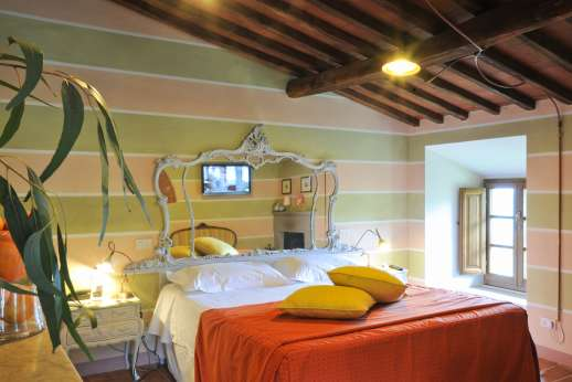 A Cooking Week at I Corbezzoli - Bedroom Gli Olivi with mirrored headboard