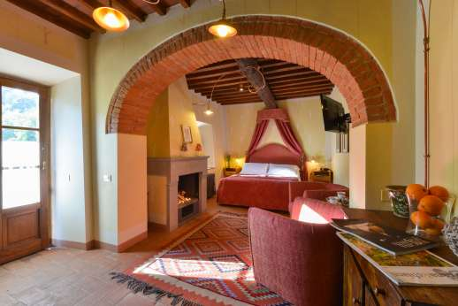A Cooking Week at I Corbezzoli - Guest house ground floor large air conditioned bedroom named Le Querce, with independent entrance.