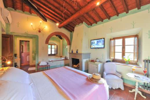 A Cooking Week at I Corbezzoli - I Cipressi, guest house, first floor air conditioned double bedroom.