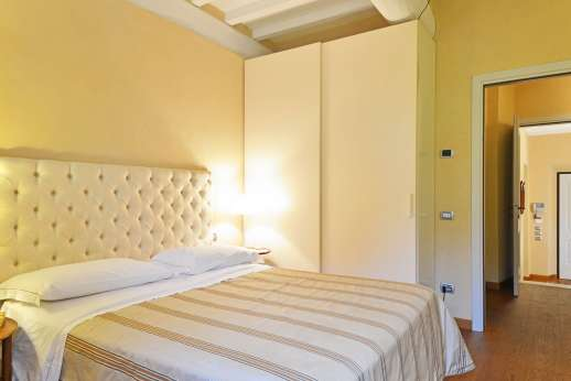 I Giullari - Ground floor double bedroom also with en suite bathroom, independent bedroom accessible from outside