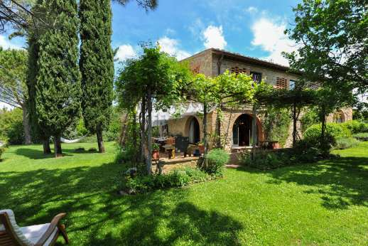 I Tre Cipressi - Villa surrounded by lush lawns